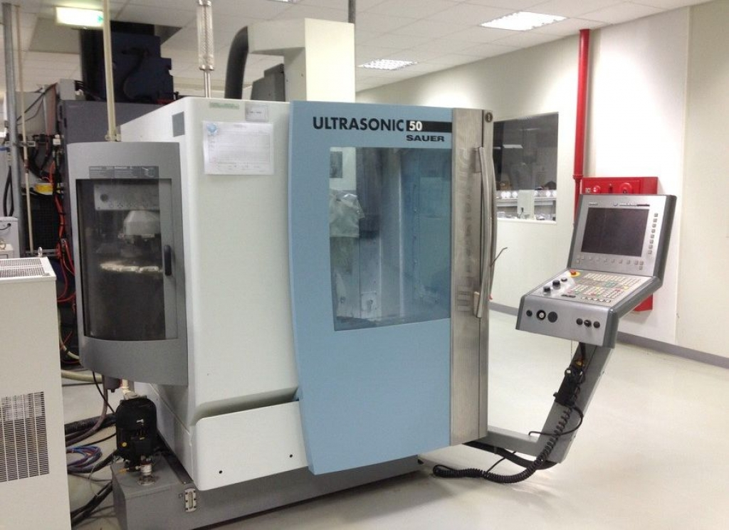 Centro di lavoro a 5 assi DMG SAUER Ultrasonic 50 - Foto integrale macchina