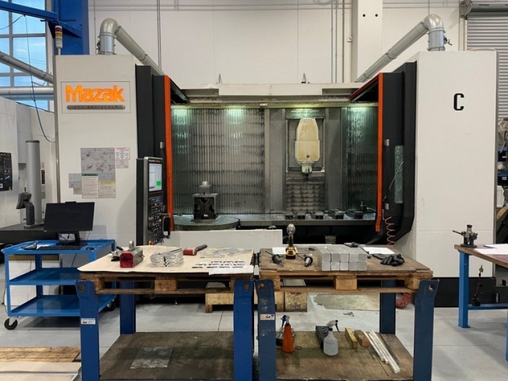 Centro di lavoro a montante mobile Mazak VTC 800/30 SLR - Foto integrale macchina