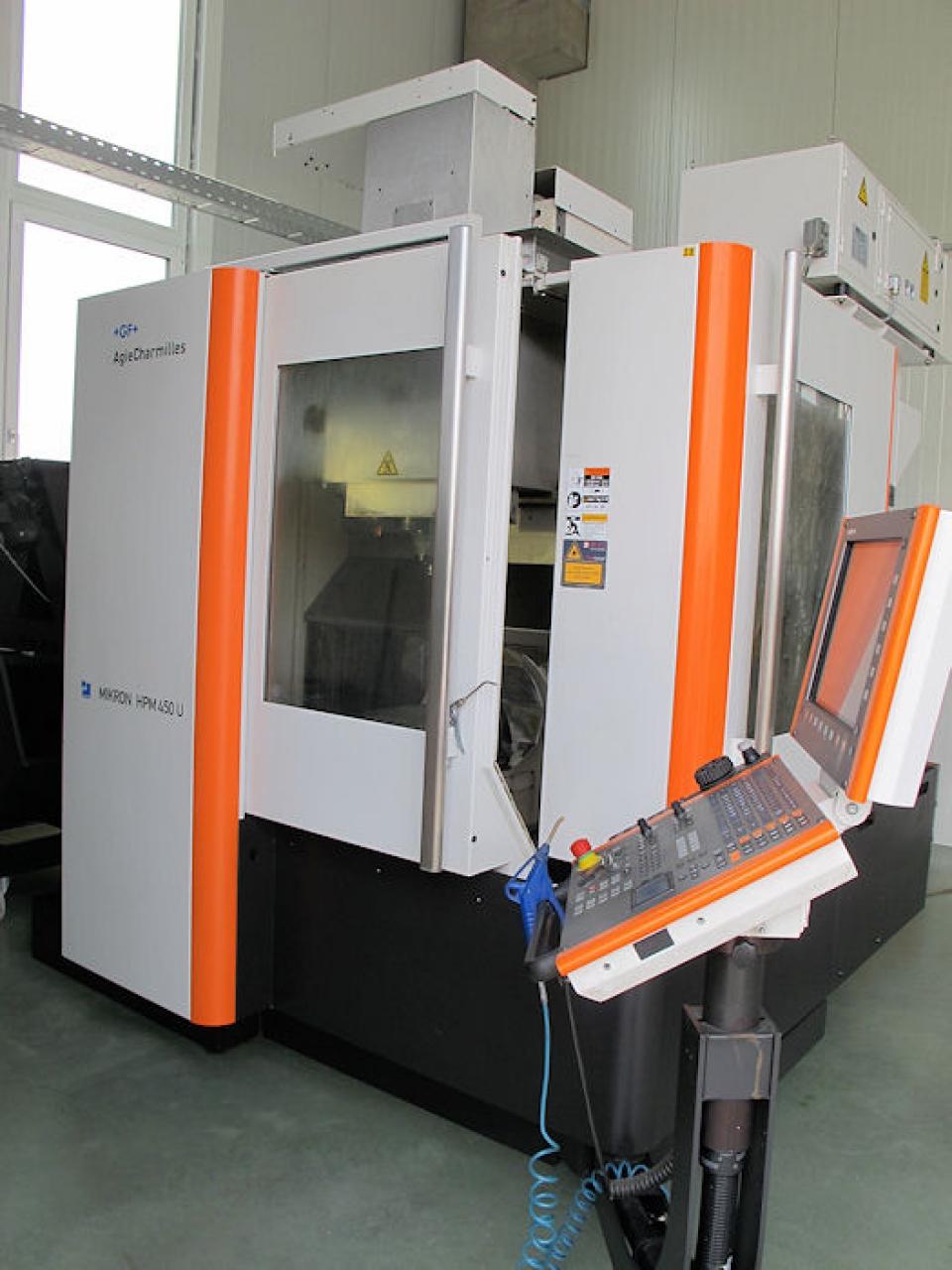 Centro di lavoro MIKRON  a 5 assi mod.  HPM 450 U - Foto integrale macchina