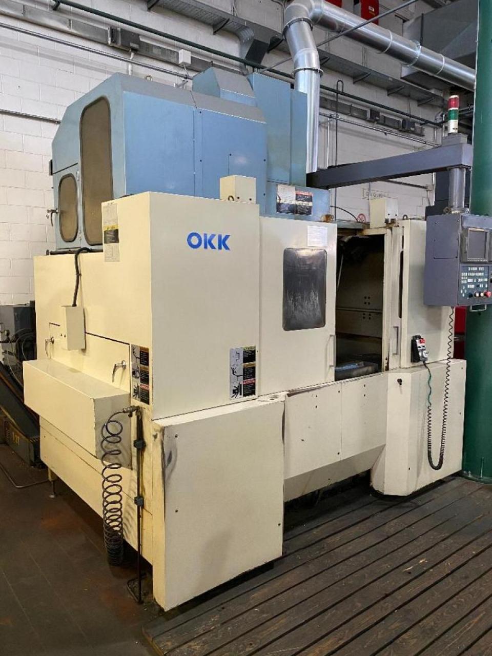 Centro di lavoro OKK VM5-2 - Foto integrale macchina