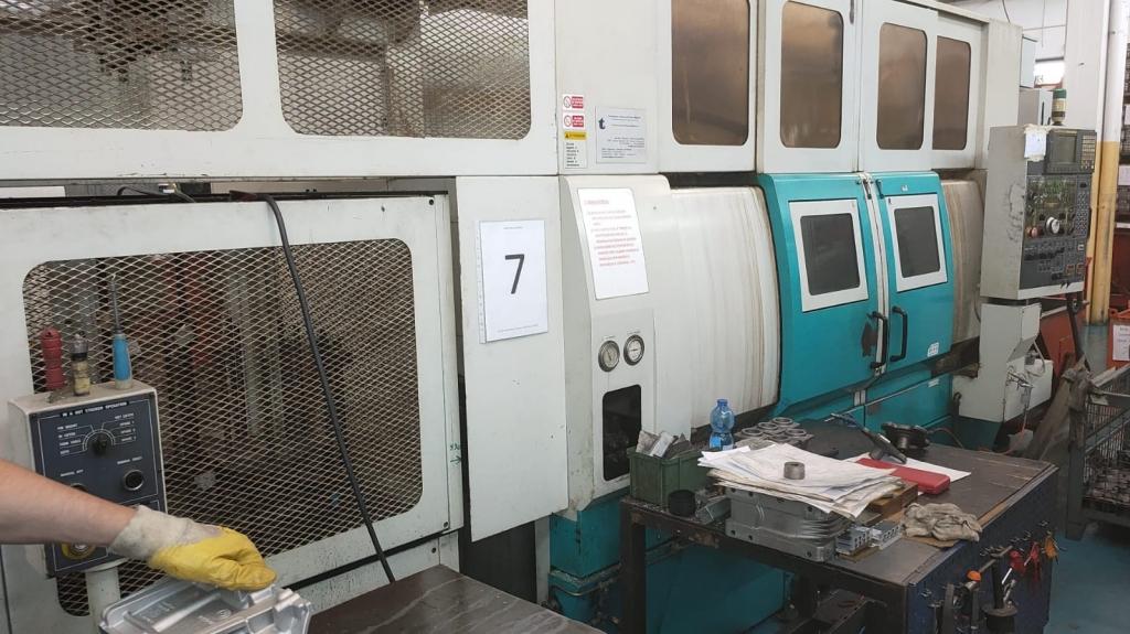 Tornio bimandrino Doosan QL300HM - Foto integrale macchina