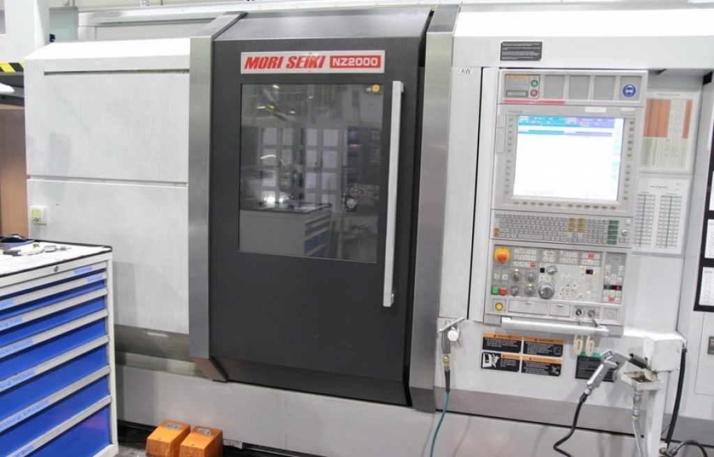 Tornio con gantry loader CNC MORI SEIKI NZ 2000 T2 - Foto integrale macchina