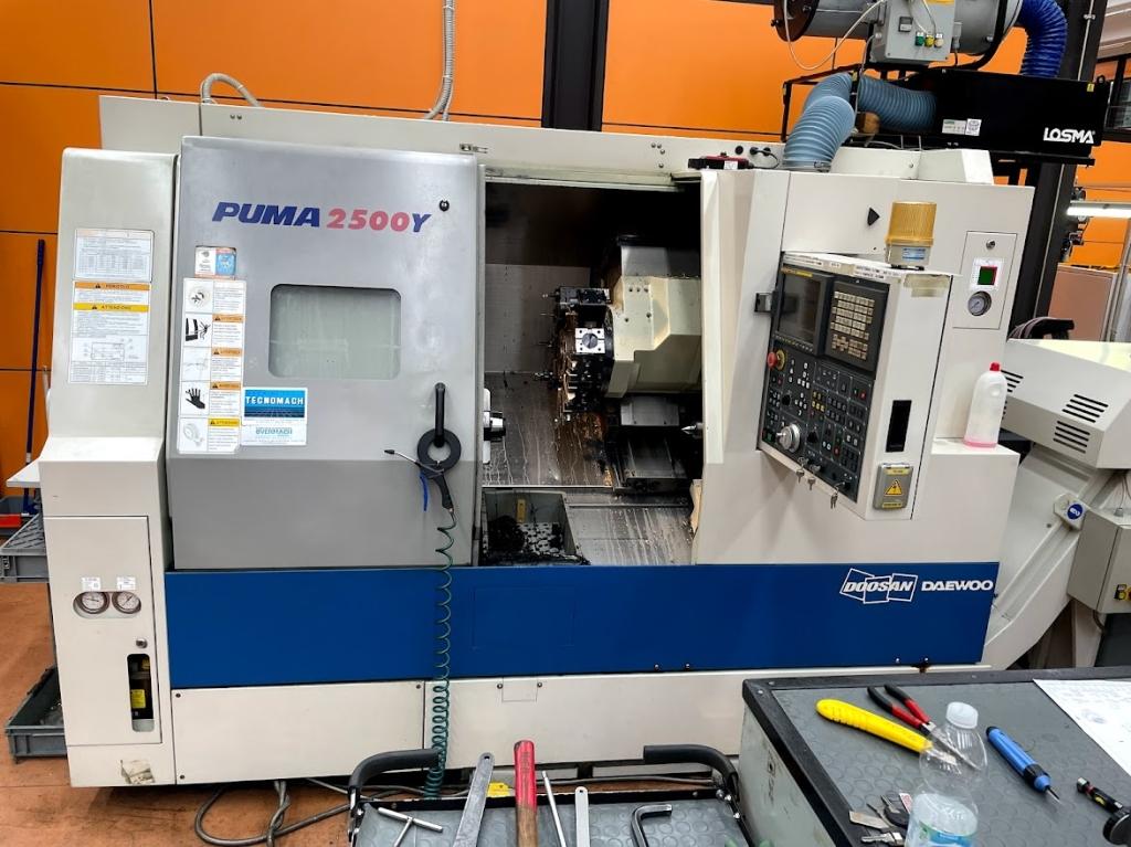 Tornio motorizzato Daewoo PUMA 2500 Y - Foto integrale macchina