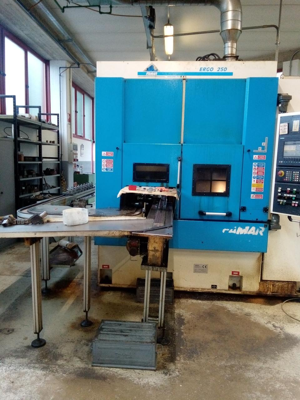 Tornio verticale a mandrino rovesciato   Famar ERGO 250 - Foto integrale macchina